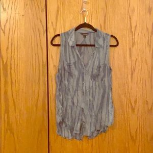 Rock and Republic sleeveless button down top